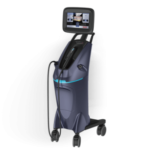FILLUP ULTRASCHALL MIT SOFORTIGEM LIFTING EFFEKT Fillup Technology ist ein System, das mit fokussiertem Ultraschall hoher Intensität arbeitet, nicht invasiv und nicht chirurgisch und dazu in der Lage ist, einen Gesichts-Lifting-Effekt zu schaffen, ohne die Hautoberfläche zu schädigen und zwar durch eine thermische Wirkung, die auf die Verjüngung des Gesichts und Re-Modellierung der Konturen abzielt. WIE FUNKTIONIERT DIE BEHANDLUNG MIT FILLUP? Fillup Technology induziert eine Verbesserung der Falten, indem die Bildung neuen Collagens an der Oberfläche angeregt wird und zwar durch die Produktion von TCP* in der Hautschicht, die reich an Collagen ist, in einer Tiefe von 1,5 mm. Fillup Technology ist in der Lage, durch die Produktion von TCP* in der tiefen Dermis Gesichts-Lifting und die Regeneration des Gesichts zu fördern. Fillup Technology macht ein Gesichts-Lifting ohne chirurgischen Eingriff möglich und zwar durch die Produktion von TCP* Punkten in den SMAS** Schichten. *TCP: Transimission Control Protocol **SMAS: superfizielles-muskulo-aponeurotisches System