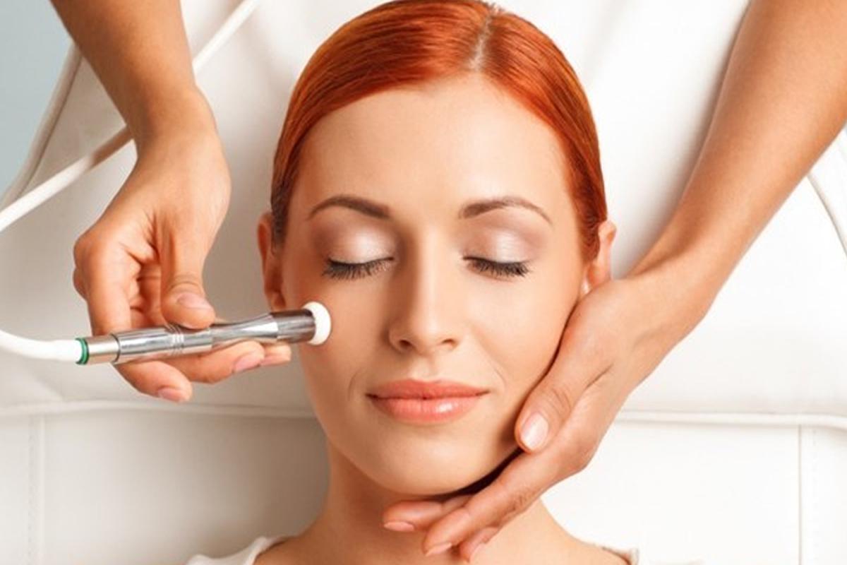 Lehrgang High Tech – Klassiche Kosmetik und Lehrgang Med. Kosmetik unter Einsatz von High Technology Zürich